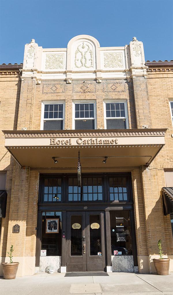 Hotel Cathlamet grand entrance